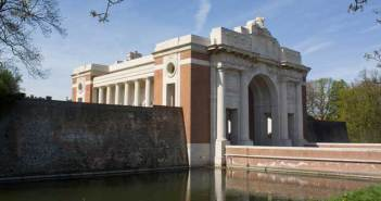 Menin Gate Memorial to the Missing Photo by Johan Bakker (Own work) [CC-BY-SA-3.0], via Wikimedia Commons