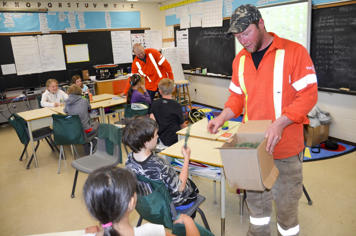 Forestry technicians Dan Todd and Chris Valley distribute seedlings to Assiginack students.