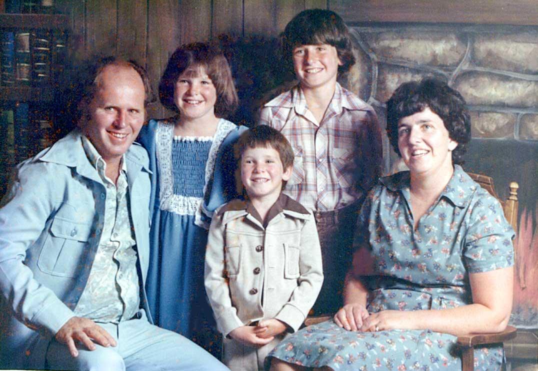 nt-family-photo-at-the-coop-circa-1974