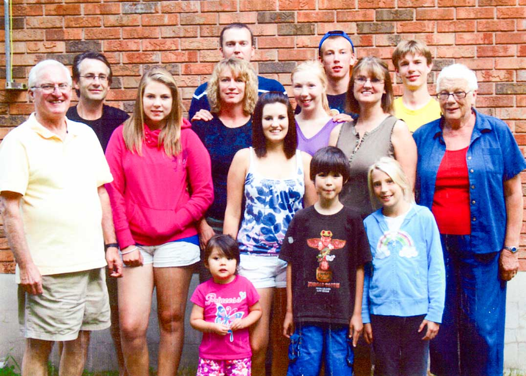 The family gathers, from back left in photo are John, Joe, Lora, Lisa, Jim, Katie, Kayla, Andrew, Kim, Scott and Glenda with Morgan, Jaden and Jackie in front.